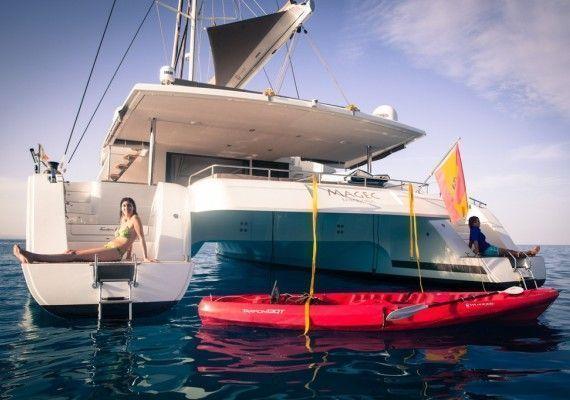 Foto Popa Catamarán Victoria Maestro 67