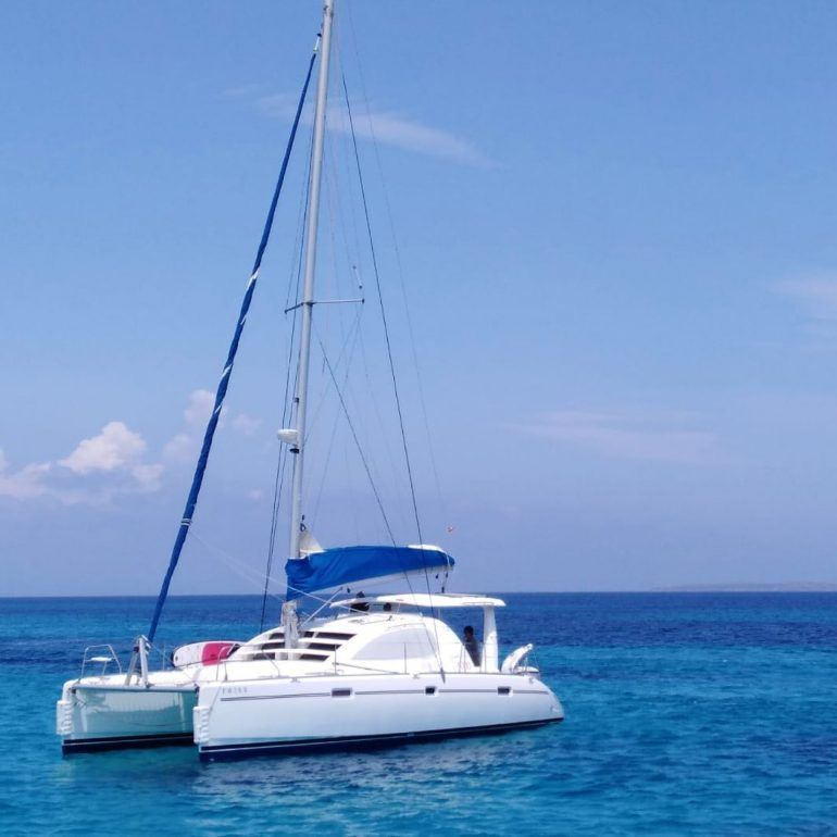 Catamaran de vela Leopard 40 precio alquiler