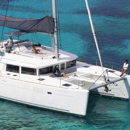 Catarán Ibiza Lagoon de alquiler tripulación