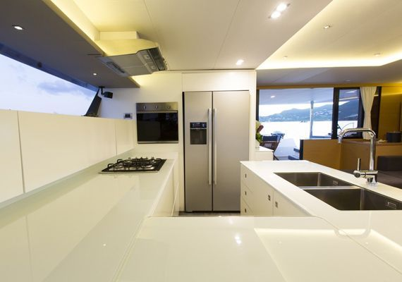 Cocina Catamarán Victoria 67