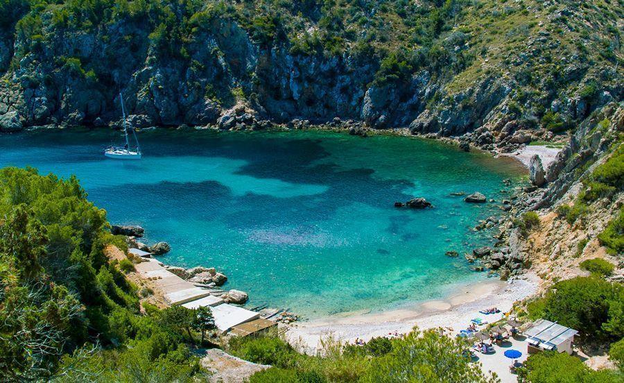 Navegar por Cala en Ibiza